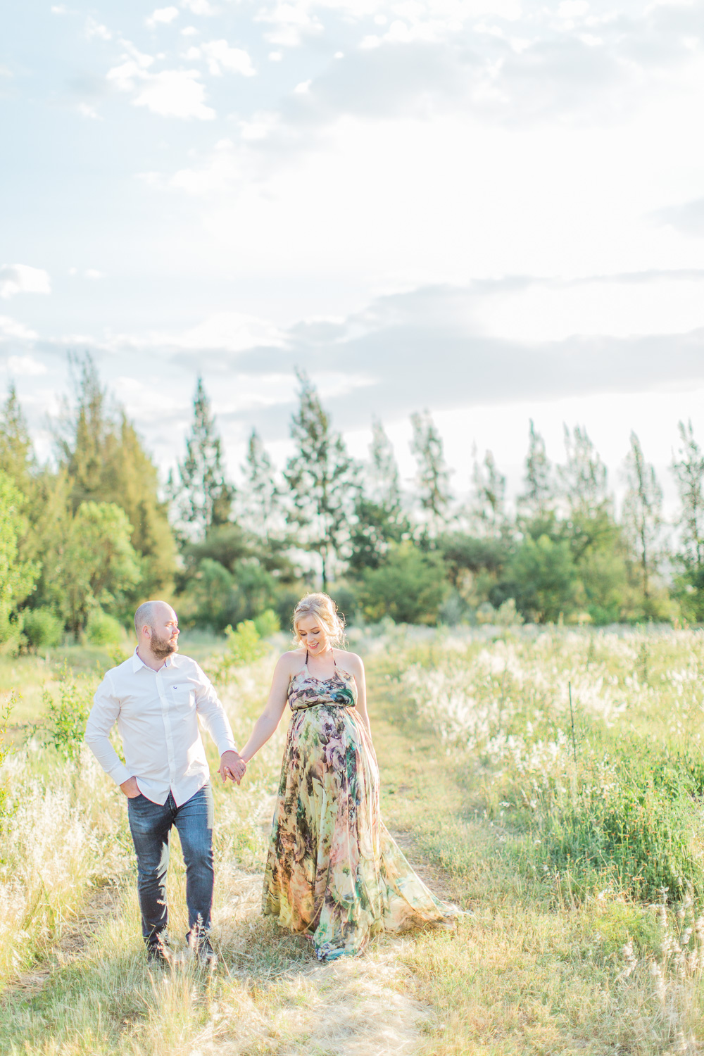 Natural outdoor maternity shoot